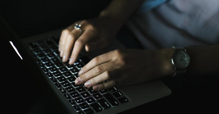Première condamnation pour viol à distance pour un cyber-harceleur