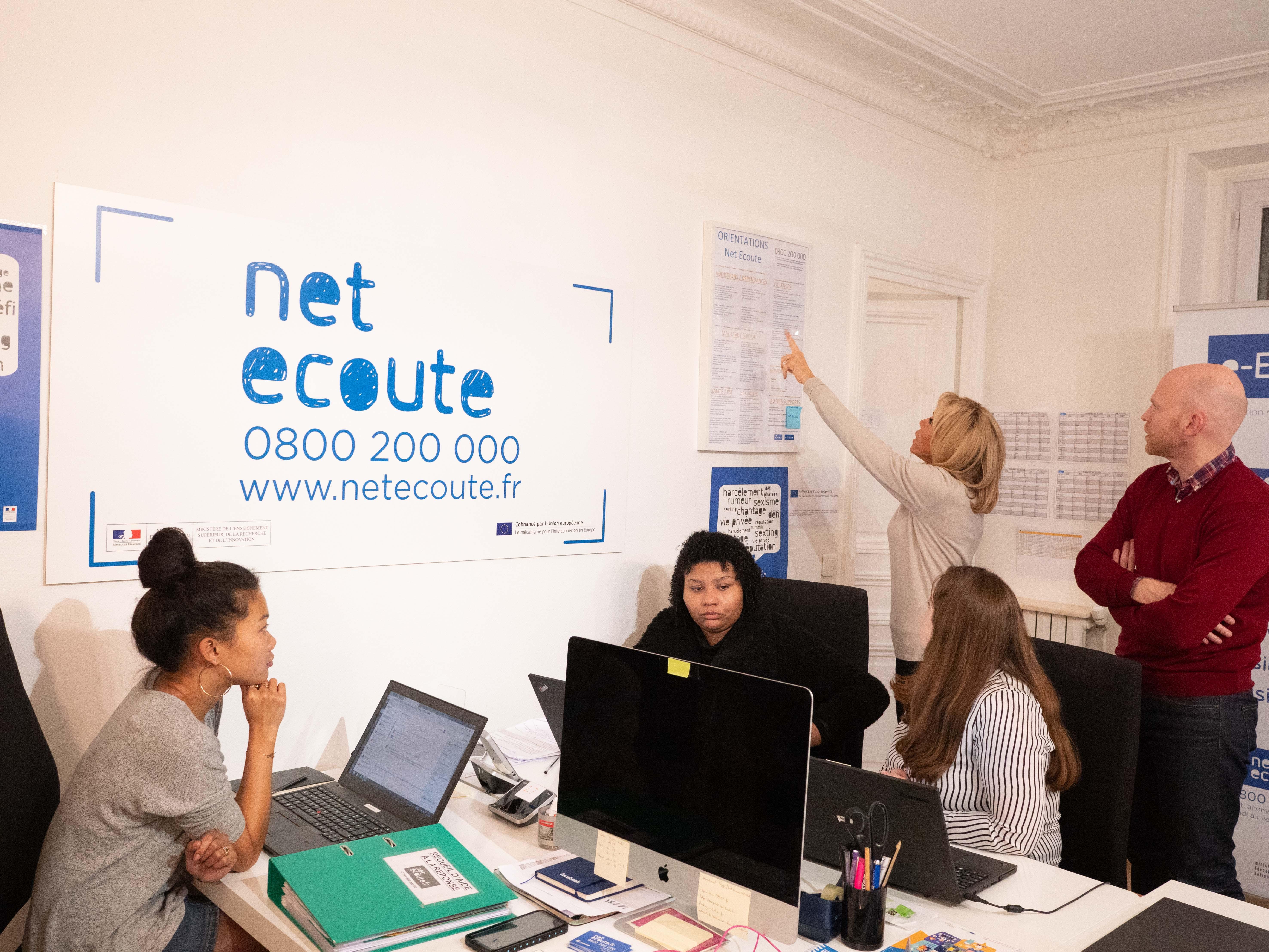 Visite de Brigitte Macron à l'Association e-Enfance et Net Ecoute :